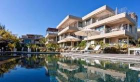 Biens à vendre - Appartements Pieds dans l'eau - trou-aux-biches