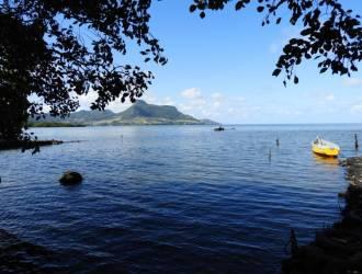 Terrain Pieds dans lL'eau en toute propriété de 1,95 arpents à vendre à Petit Bel Air, Vieux Grand Port.